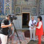 Сотрудница ГИМ дает интервью об Историческом музее телеканалу «Вокруг света»